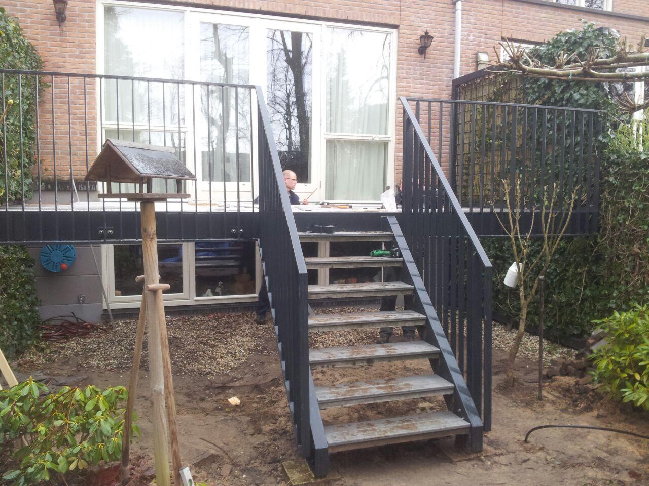 Hekwerk Tuin Metaal : Geplaatst werk een tuin bordes met hekwerk en trap a hilhorst